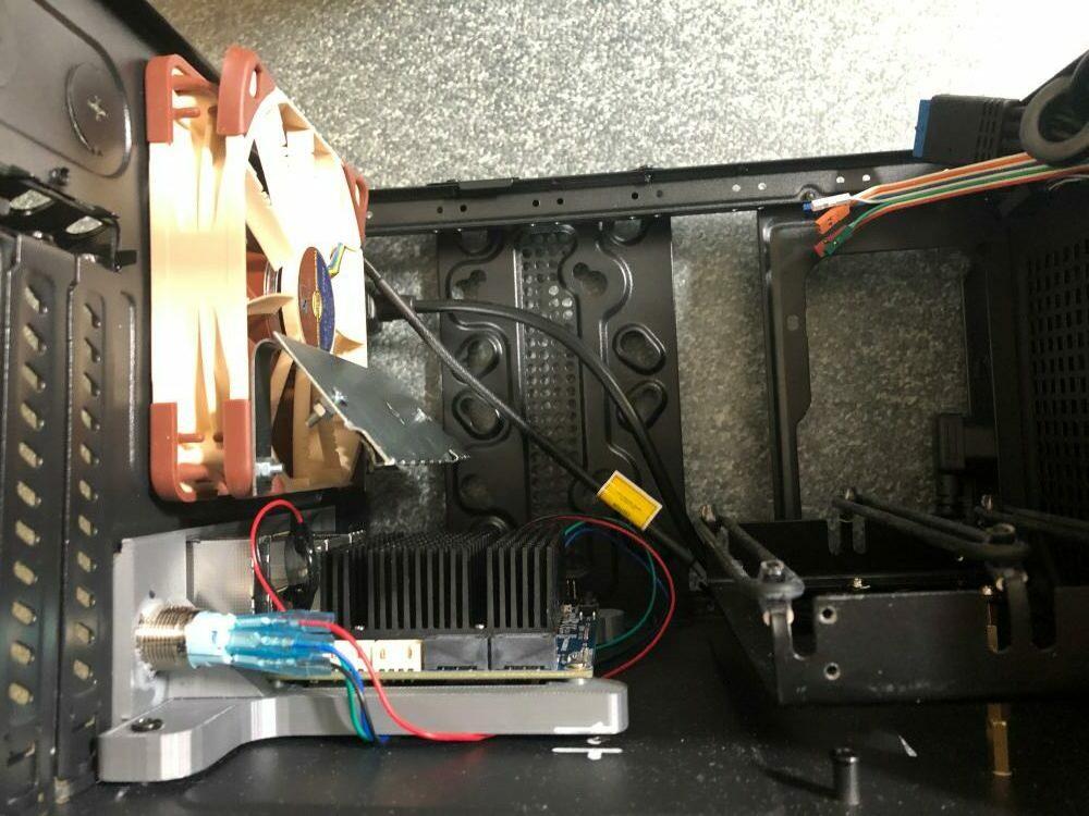 Seitenansicht Gehäuse Kühlung, Odroid H2+ Festplattenbefestigung
